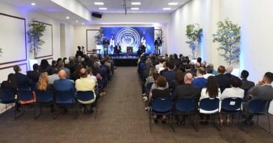 Canciller descalifica denuncia de fraude en primarias ante diplomáticos extranjeros