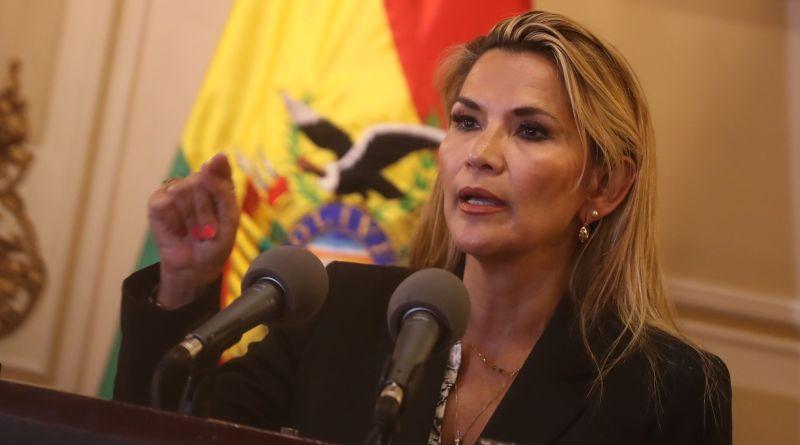 Presidenta interina de Bolivia apuesta por un gabinete de línea dura para dar salida a la crisis