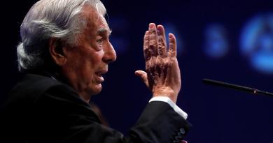 """Vargas Llosa: """"Gobierno de López Obrador está retrocediendo un poco a México"""""""