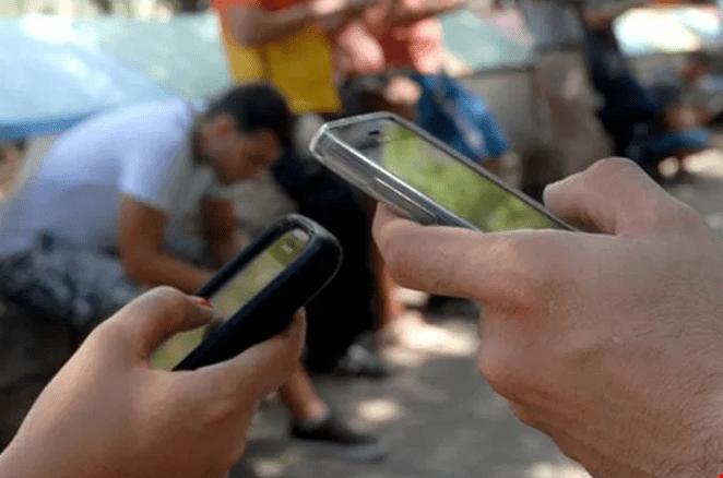 Los cubanos podrán al fin navegar en web con sus celulares