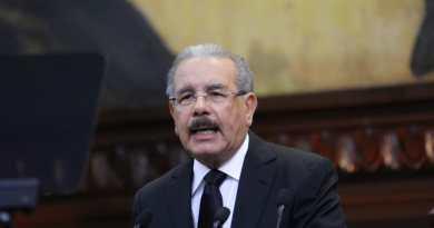 """Presidente Medina exhorta a dominicanos a cumplir """"fielmente"""" la Constitución"""