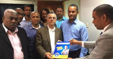 Manuel Jiménez presenta programa de gestión municipal ante Junta Electoral de SDE