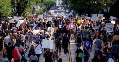"""""""Cacerolazo"""" y protesta frente a la Casa Blanca desafían el toque de queda"""