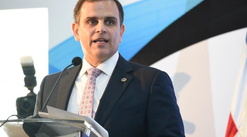 Ministro de Hacienda dice no encontró dinero para cubrir programa FASE hasta diciembre