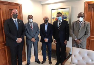Expresidente Medina se reúne con senadores del PLD