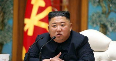 Kim Jong-un evita mensajes duros contra EE.UU., pero exhibe músculo militar