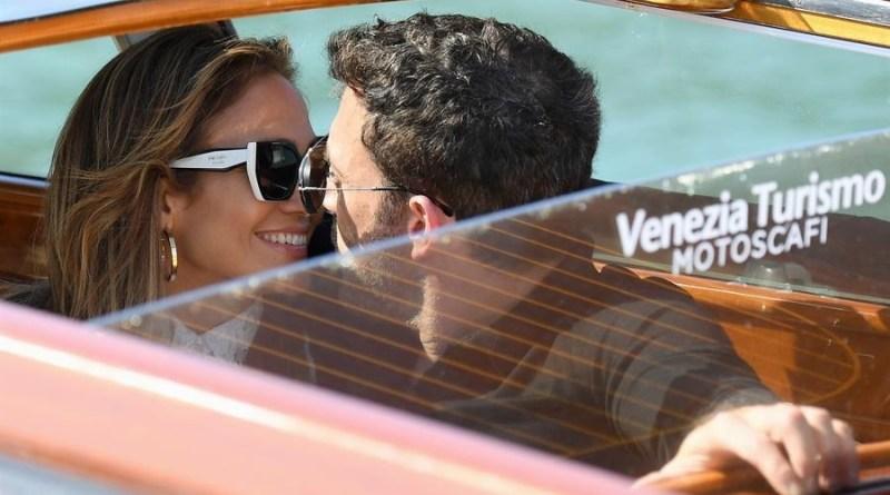 Ben Affleck y Jennifer López llegan juntos al Lido de Venecia