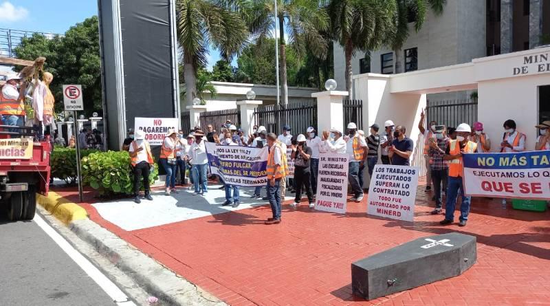 Convocan vigilia frente a Minerd en reclamo pago de cubicaciones de escuelas