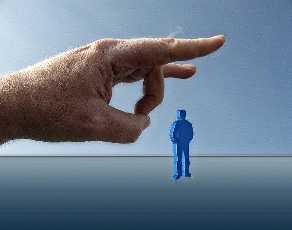 高年齢労働者1.8万人が失業、新型コロナの影響で
