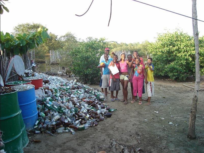 Equipo de reciclaje de botellas en el Rincón