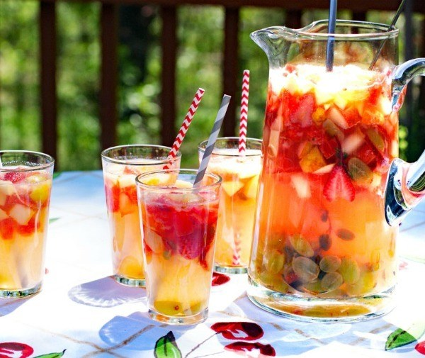 35 Incredibly Easy Mocktails For the Holiday Season