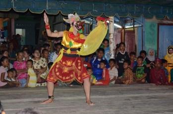 Penampilan penari dari Purwokerto, Jawa Tengah.