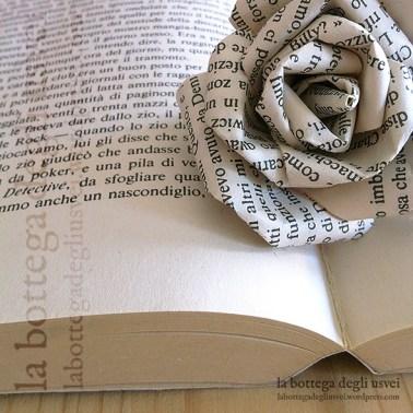 Creazione di rose in carta personalizzate con le pagine di un libro.
