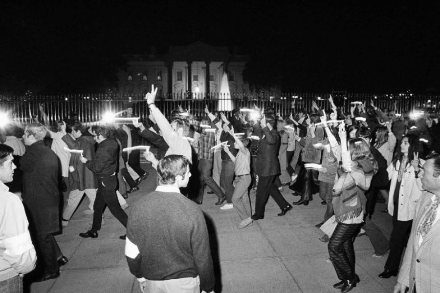 The march past the White House, 15 October 1969. AP.