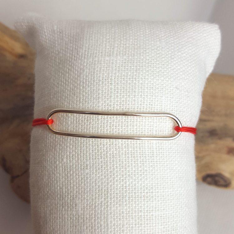 bracelet cordon médaille ovale