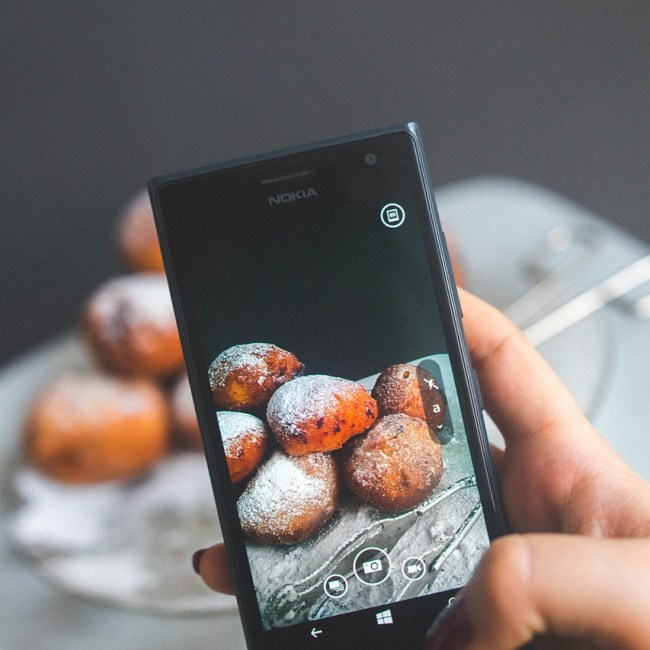 smartphone prenant photo