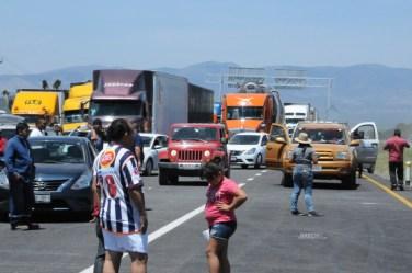 CNPR-Productores agrícolas bloquean carretera 57