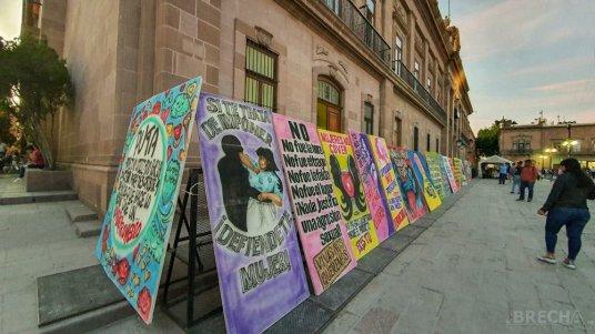 Protesta de mujeres-Plaza de Armas-w