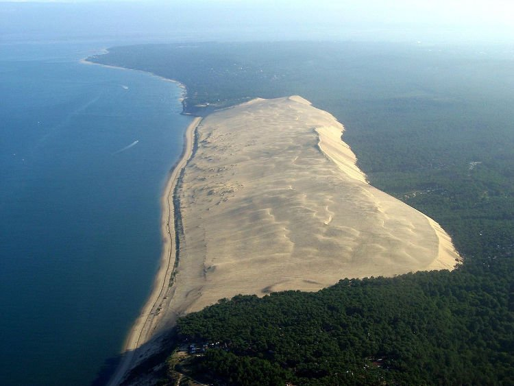 The massive Pilat sand dune that devours trees and houses