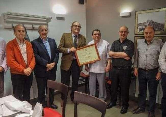 Fonda Alcalá con el premio al mejor establecimiento de comida familiar de Aragón 2017