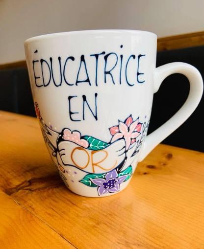 tasse éducatrice en or cadeau pastel et paillettes