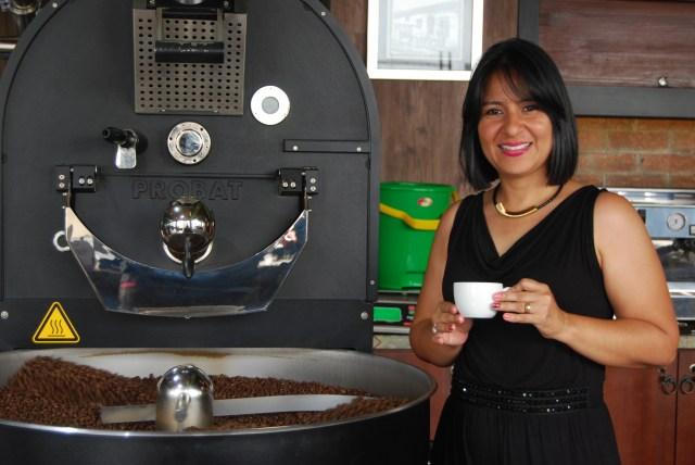 """Janet Cantillo Barista - ¿Un método de inufusión?: """"Chemex, por la limpieza de taza que produce"""". - ¿Una taza de café?: """"Me gusta el americano""""."""