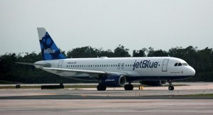 Un avión de este mismo modelo, de la aerolínea JetBlue, tuvo el percance en el aeropuerto Muñoz Marín.