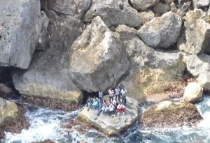 Vista de parte del grupo de haitianos abandonado en Monito (Suministrada).