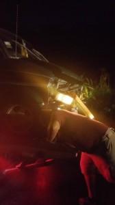 Uno de los vehiculos accidentados en la carretera 114 es removido de la escena (Foto por Junito Rivera de West Coast Fire & Rescue).