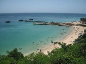 Vista de la playa Crash Boat de Aguadilla (Archivo).