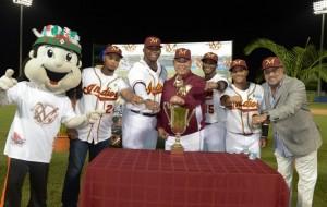 Parte de la ceremonia de la entrega de sortijas conmemorativas del campeonato 2013-2014 obtenido por los Indios de Mayaguez (Suministrada Rosa Ortiz de los Indios de Mayaguez).