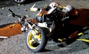 Motocicleta que era manejada por Ricardo Carrero Sánchez, quien murió en el barrio Tablonal de Aguada (Foto Rescate Cortés).