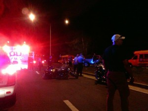 Escena del accidente en el que resultó gravemente herido un agente durante la caravana contra los disparos al aire, que se efectuaba en el barrio Maní (Foto West Coast Fire & Rescue).