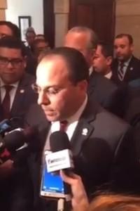 El presidente de la Cámara, Jaime Perelló, lee unas declaraciones tras ser derrotado el proyecto (Cáptura de pantalla).