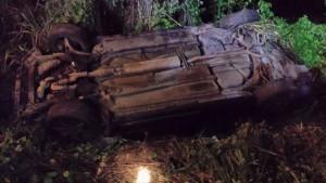 Así quedó el automóvil involucrado en un accidente ocurrido en Añasco (Foto Rescate Cortés).