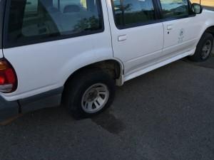 Vehículo del RUM con las gomas vacías (Foto Facebook).