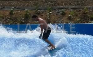 """La piscina para """"surfear"""" es una de las atracciones del parque acuático Surf 'N Fun de San Germán (Foto LA CALLE Digital)."""