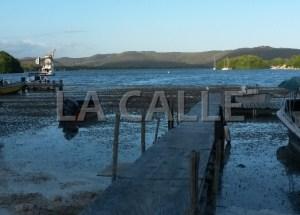 Muelle de los pescadores en Guaypao. Al fondo, la famosa bahía de Guánica (Foto Julio Víctor Ramírez, hijo)