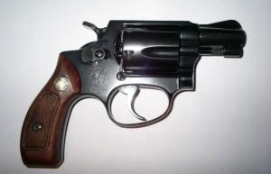 El matrimonio resultó herido con un revólver calibre 38, como el ilustrado (Archivo).