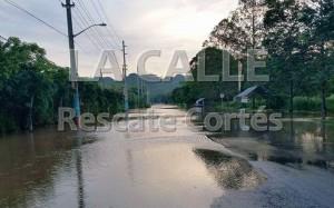 Condición de la carretera PR-115 tras el desbordamiento del río Culebrinas (Foto Rescate Cortés).