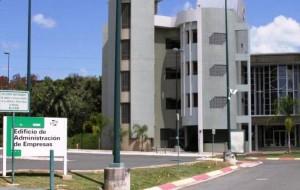 Fachada del edificio de Administración de Empresas del RUM (Archivo).