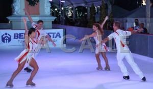 Espectáculo en la pista de patinaje sobre hielo instalada en la Plaza Colón de Mayagüez (Suministrada).