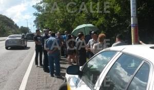 Familiares y amigos se reunieron en la carretera 100 de Cabo Rojo, para recordar al sargento Castro Berrocales (Foto LA CALLE Digital).