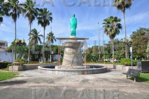 Estatua sin develar del prócer Eugenio María de Hostos, frente al Recinto Universitario de Mayagüez (Suministrada Municipio de Mayagüez).