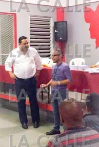 """Tras verse forzado a renunciar, el ahora acusado se unió al grupo del exalcalde de Guánica, Martín Vargas Morales. La foto muestra ese momento. Haga """"click"""" sobre la imagen para ampliarla (Suministrada)."""
