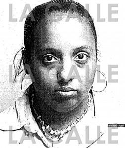 Foto de la ficha de Yahaira Liz Maldonado Acevedo, buscada por varios delitos, que incluyen robo de identidad (Suministrada Policía).