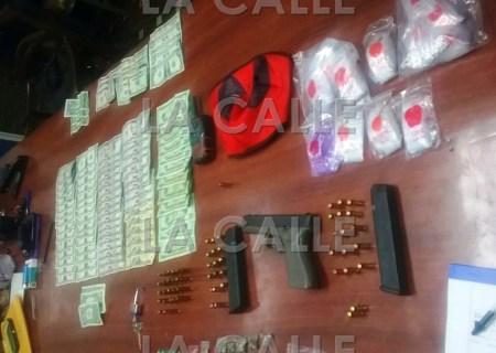 Material ocupado durante allanamiento en residencial José De Diego de Aguadilla (Suministrada Policía).