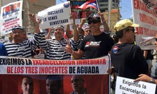 """Parte de la manifestación exigiendo la excarcelación de los llamados """"Tres Inocentes de Aguada"""", frente a la sede del Departamento de Justicia (Foto Facebook)."""