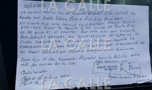 Nota que le dejó el agente Ruiz Lugo al senador con la tablilla 10 (Foto Facebook por Germán Ramos).