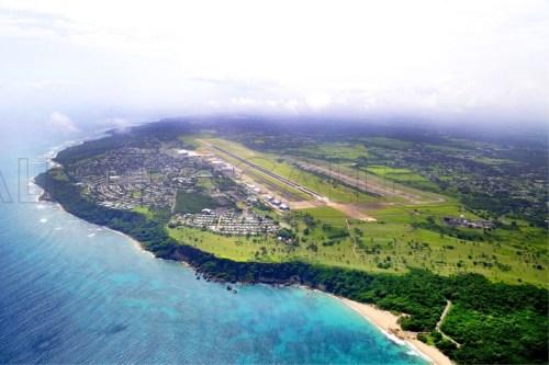 Vista aérea de la antigua Base Ramey y el Aeropuerto Rafael Hernández de Aguadilla, localizados en Punta Borinquen, en el extremo noroeste de Puerto Rico (Suministrada UPR-Aguadilla).
